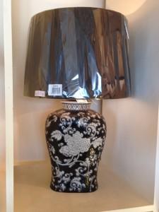 black porcilain flower lamp
