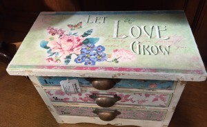 let-love-grow-chest-2