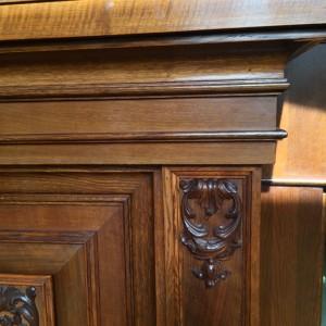 oak-cuboard-1